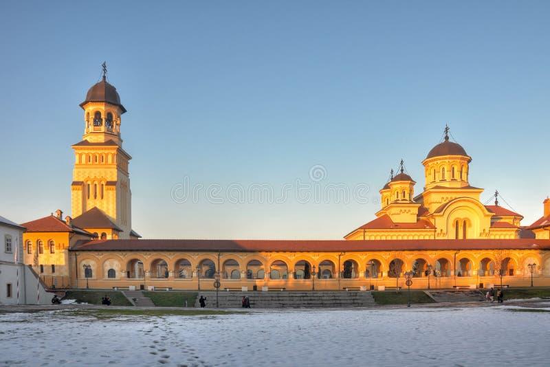 Cathédrale de couronnement au coucher du soleil, forteresse alba d'Iulia image stock