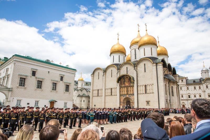 Cathédrale de Dormition dans Kremlin un jour ensoleillé images stock
