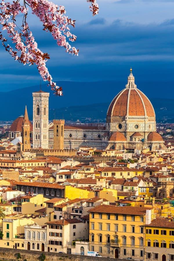 Cathédrale de Duomo à Florence au ressort photographie stock