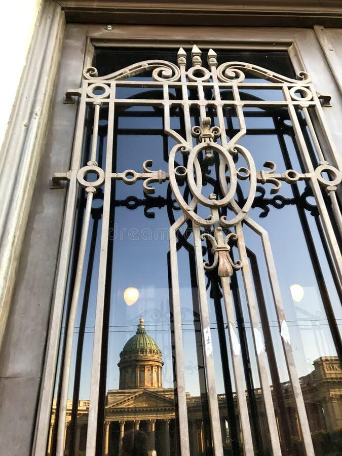 Cathédrale de Kazan dans le St Petersbourg, Russie au début de la matinée photos stock