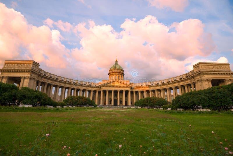 Cathédrale de Kazan, matin de juin St Petersburg, Russie photos stock