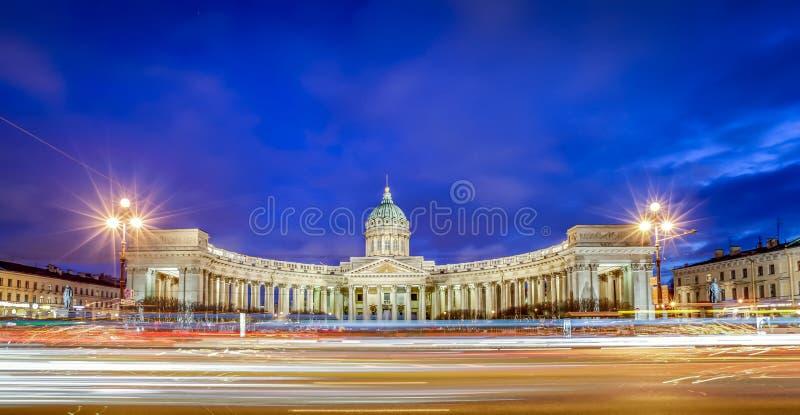 Download Cathédrale De Kazan, St Petersbourg Photographie éditorial - Image du crépuscule, long: 76085697