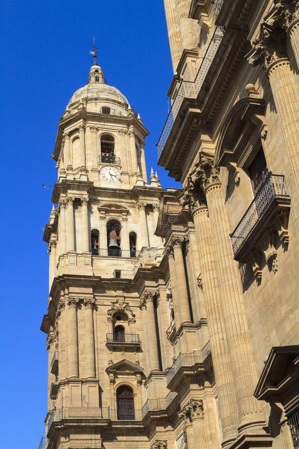Cathédrale de Malaga contre un ciel bleu profond image libre de droits