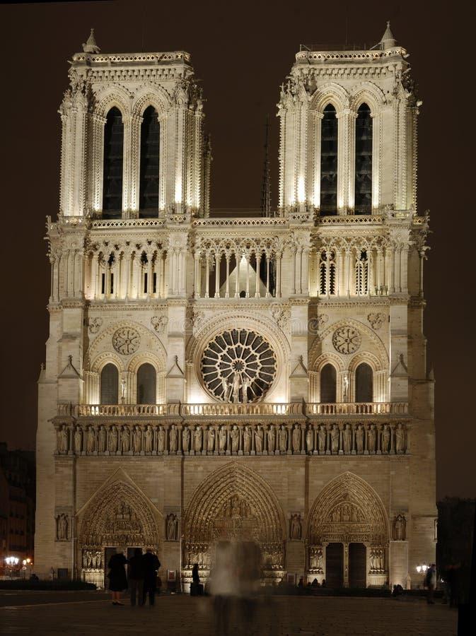 Cathédrale de Notre Dame la nuit photo stock