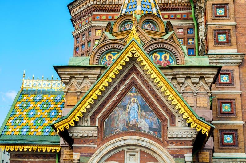 Cathédrale de notre sauveur sur le sang Spilled à St Petersburg, Russie - plan rapproché des dômes et des détails d'architecture image libre de droits