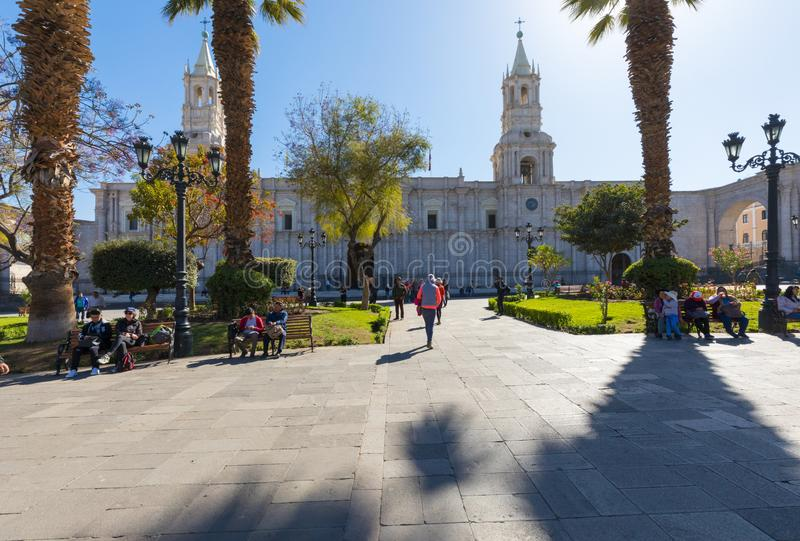 Cathédrale de place vue par Arequipa Pérou d'au sol de défilé images stock