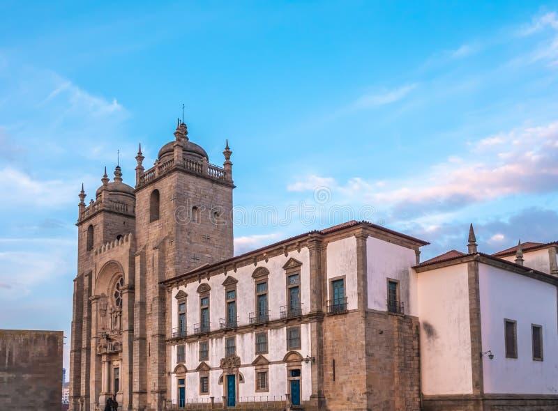 Cathédrale de Porto, la deuxième plus grand ville au Portugal Situé le long de l'estuaire de rivière de Douro dans le Portugal du images libres de droits