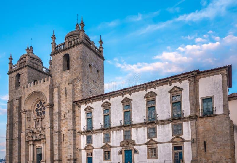 Cathédrale de Porto, la deuxième plus grand ville au Portugal Situé le long de l'estuaire de rivière de Douro dans le Portugal du photographie stock libre de droits