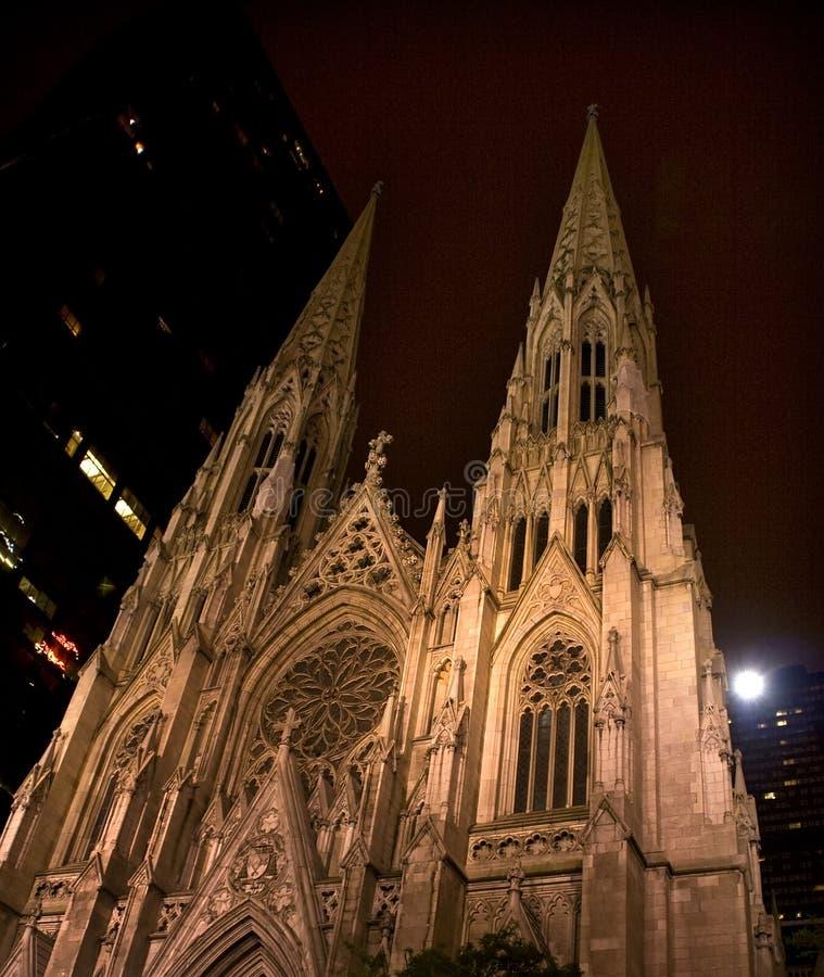 Cathédrale de rue Patrick la nuit New York City photo libre de droits