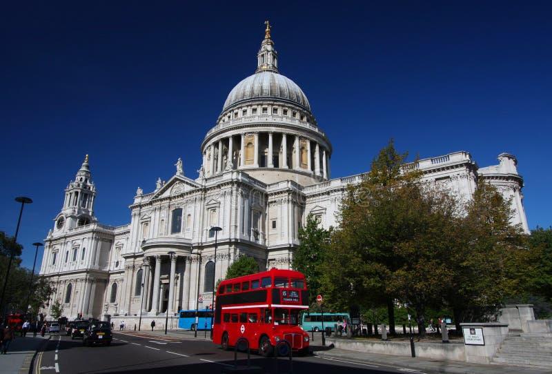 Cathédrale de rue Paul à Londres images stock