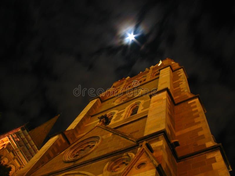 Cathédrale de rue Paul la nuit   images stock
