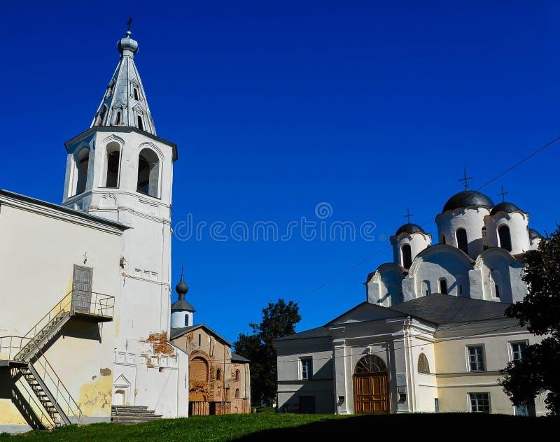Cathédrale de Saint-Nicolas dans la cour de Yaroslav au centre de Veliky Novgorod photographie stock libre de droits