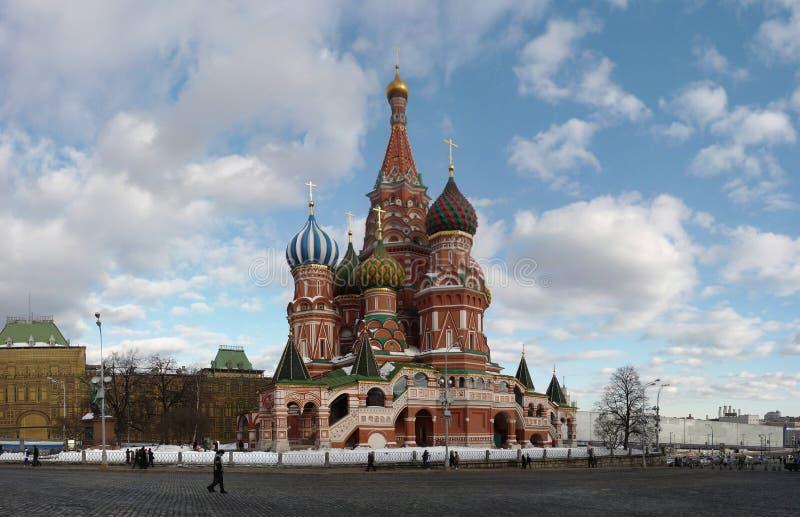 Cathédrale de St Basil dans la place rouge sur Moscou images libres de droits