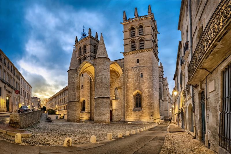 Cathédrale de St Peter au crépuscule à Montpellier, France photo stock