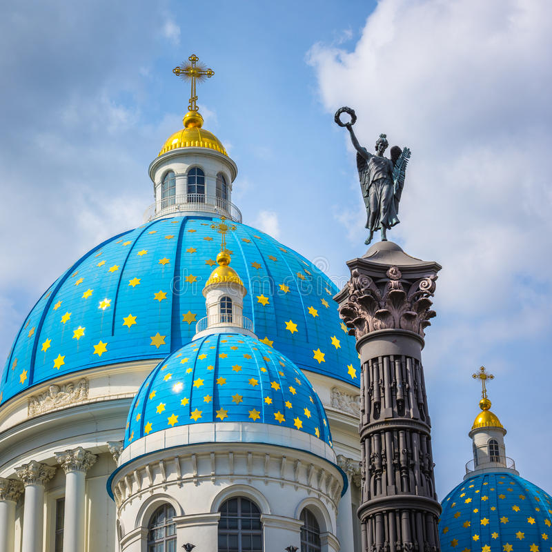 Cathédrale de trinité et colonne de gloire, St Petersburg, Russie photo libre de droits