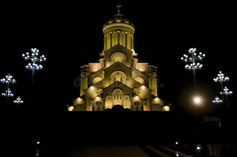 Cathédrale de trinité sainte de Tbilisi la nuit image libre de droits