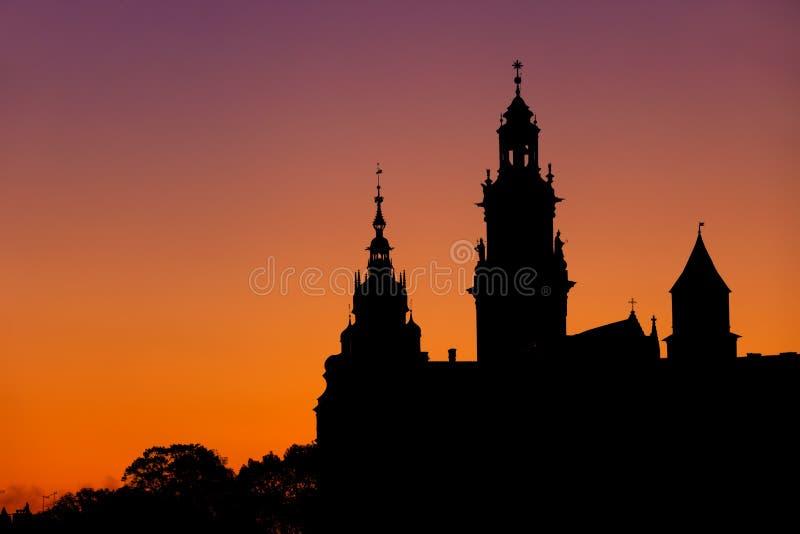 Cathédrale de Wawel et silhouette de château à Cracovie image stock