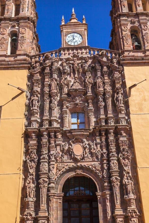 Cathédrale Dolores Hidalalgo Mexico de Parroquia de statues de façade photographie stock
