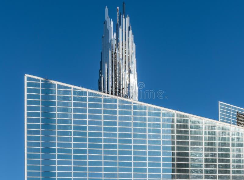Cathédrale du Christ et tour en cristal de Crean dans le verger de jardin, la Californie photos stock