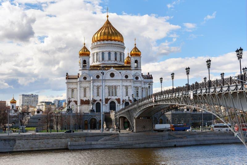 Cathédrale du Christ le sauveur et le pont de Patriarshy à Moscou Russie photo stock