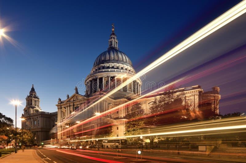 Cathédrale du `s de rue Paul, Londres photos stock