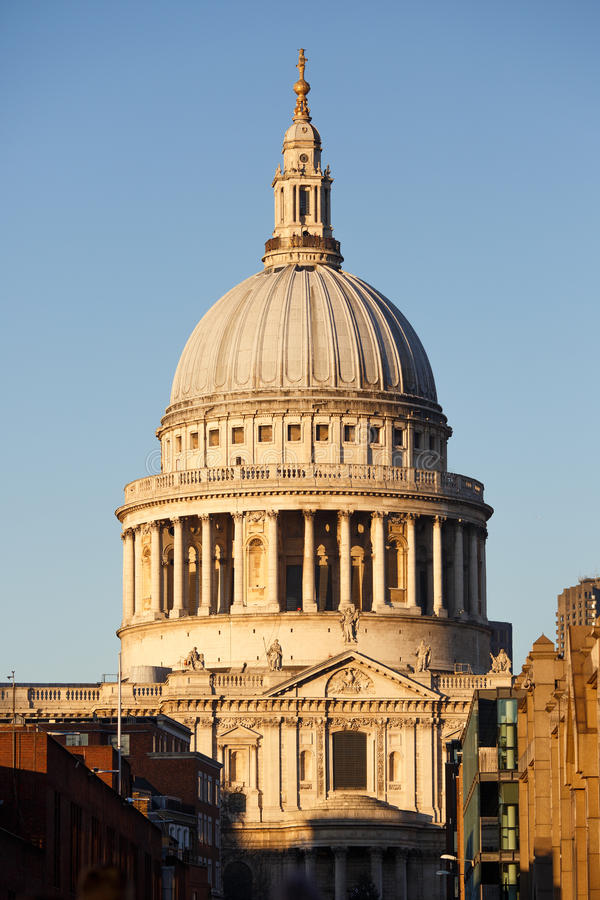 Cathédrale du `s de rue Paul, Londres image stock