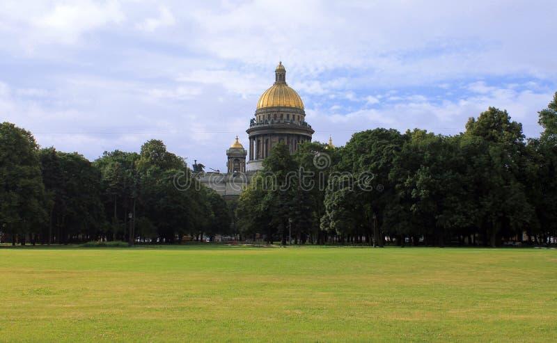 Cathédrale du ` s de St Isaac à St Petersburg images libres de droits