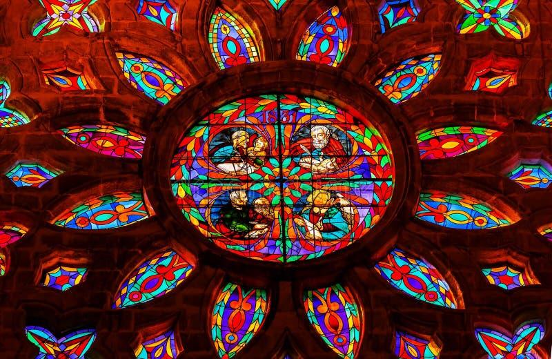 Cathédrale Espagne de Séville de fenêtre en verre teinté d'auteurs d'évangile photographie stock libre de droits