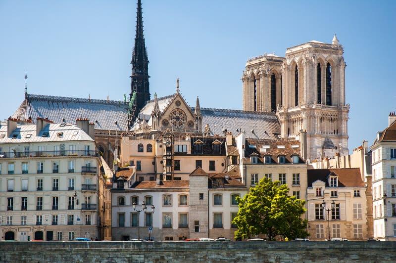 Cathédrale et ville historique images stock