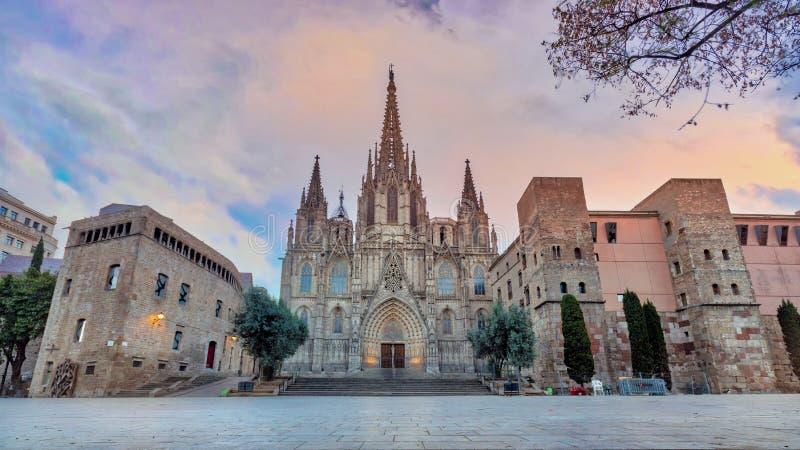 Cathédrale gothique de Barcelone au lever de soleil, Espagne photographie stock