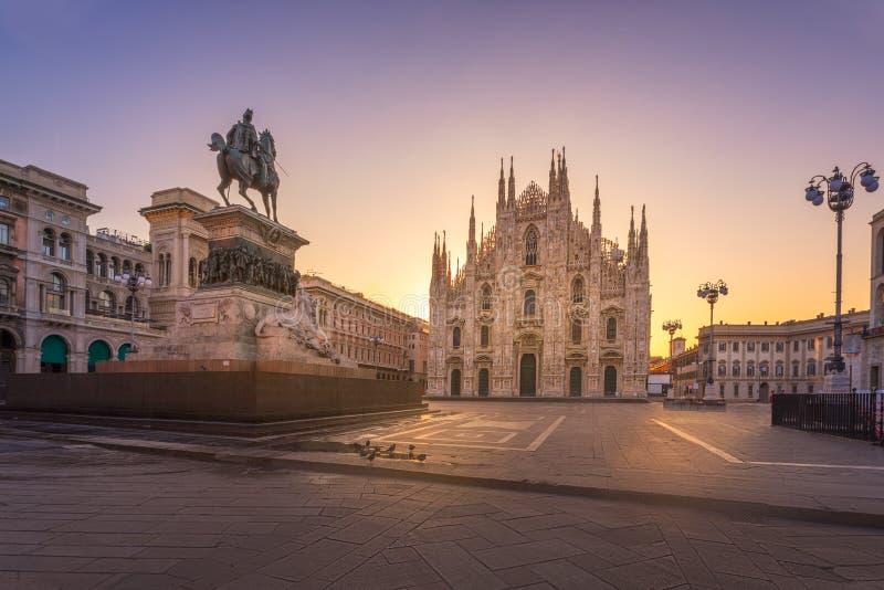 Cathédrale gothique de Milan de Duomo au lever de soleil photos libres de droits