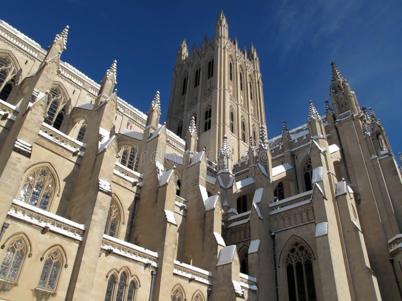 Cathédrale nationale époussetée avec la neige photographie stock