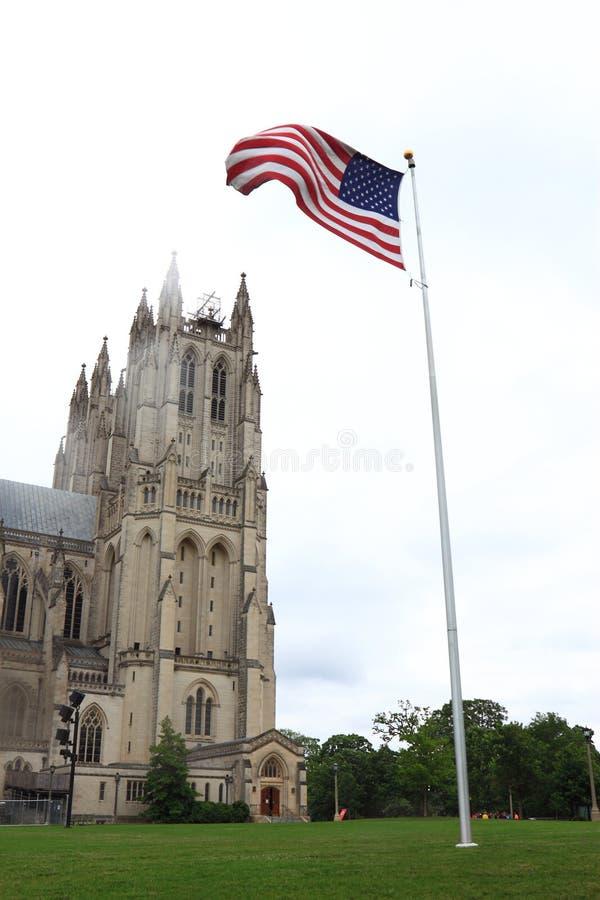 Cathédrale nationale avec le drapeau image libre de droits