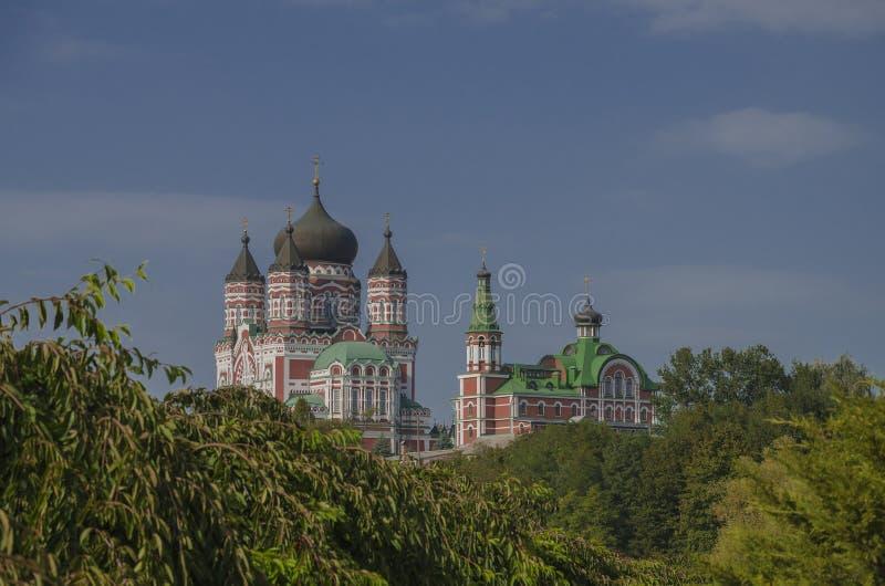 Cathédrale orthodoxe contre le ciel photographie stock libre de droits