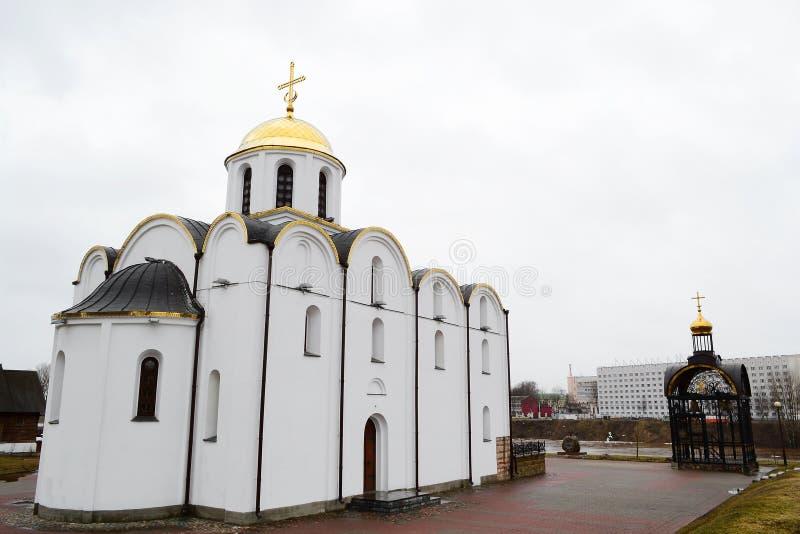 Cathédrale orthodoxe de construction dans la partie centrale de Vitebsk photos stock