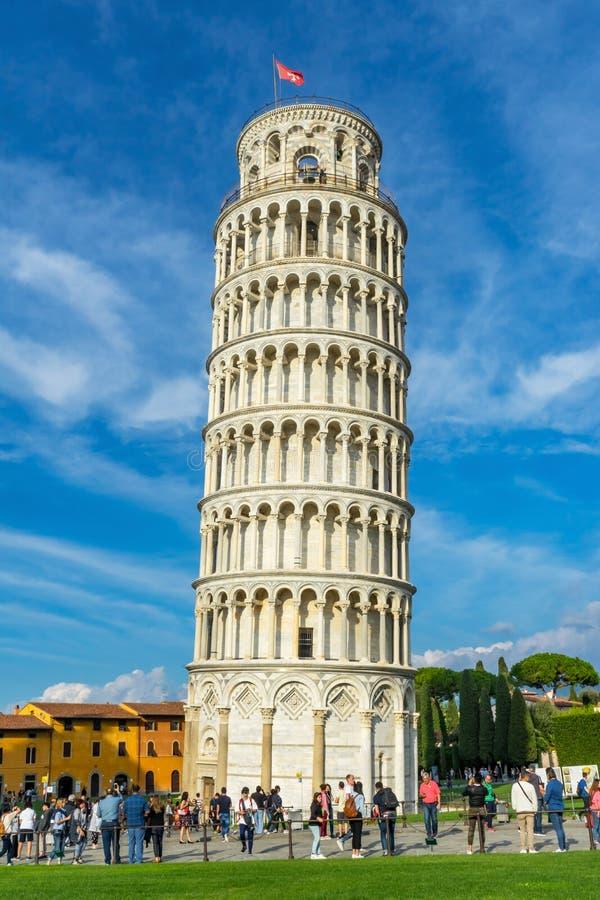 Cathédrale Pise Italie de campanile de touristes de tour penchée photographie stock