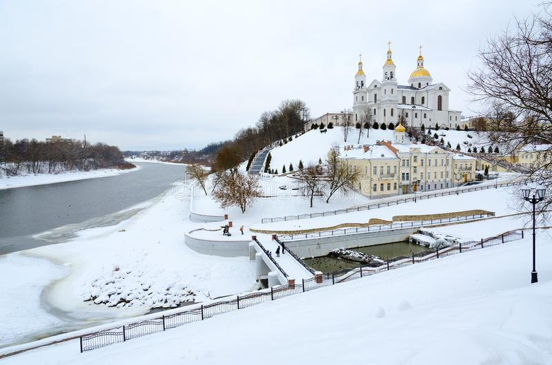 Cathédrale sainte de Dormition sur la montagne d'Uspenskaya au confluent des rivières occidentales de Dvina et de Vitba, Vitebsk, image libre de droits