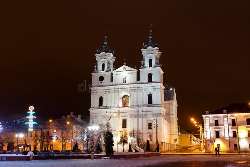 Cathédrale sur la place de ville principale photo stock