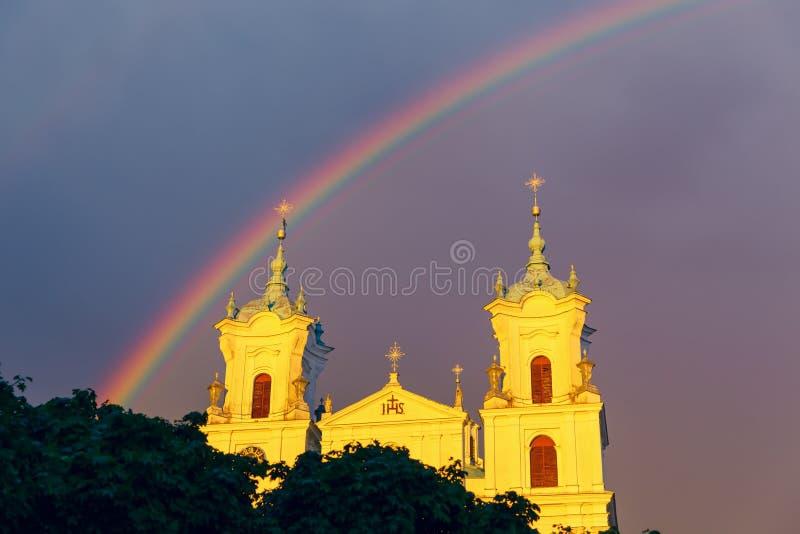 Cathédrale sur la place de ville principale image libre de droits