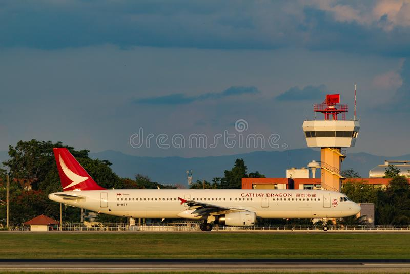 Cathay Dragon Airbus A321-231 imagem de stock royalty free