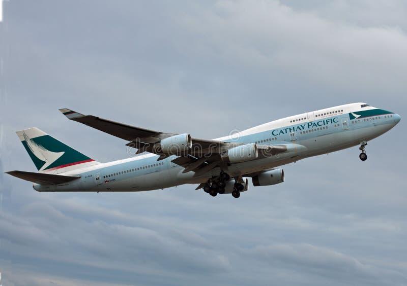 Cathay Pacific Boeing 747 som tar av royaltyfri foto