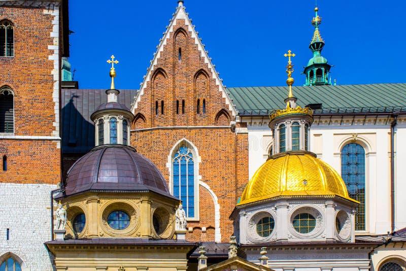 Cathedral di re Sigismund e cappella, castello reale alla collina di Wawel, Cracovia, Polonia fotografia stock libera da diritti