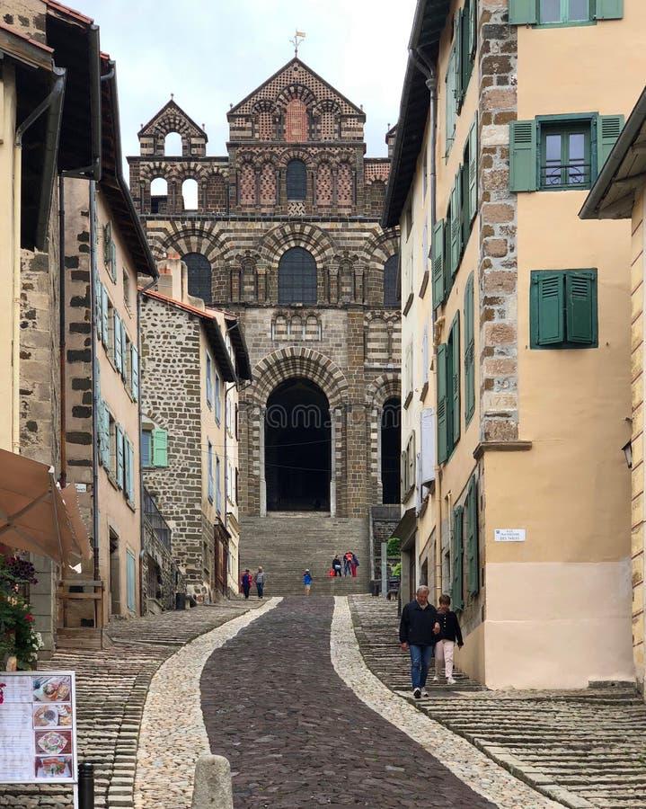 Cathedral Notre-Dame du Puy nella città di Le Puy-en-Velay - Fra fotografie stock libere da diritti