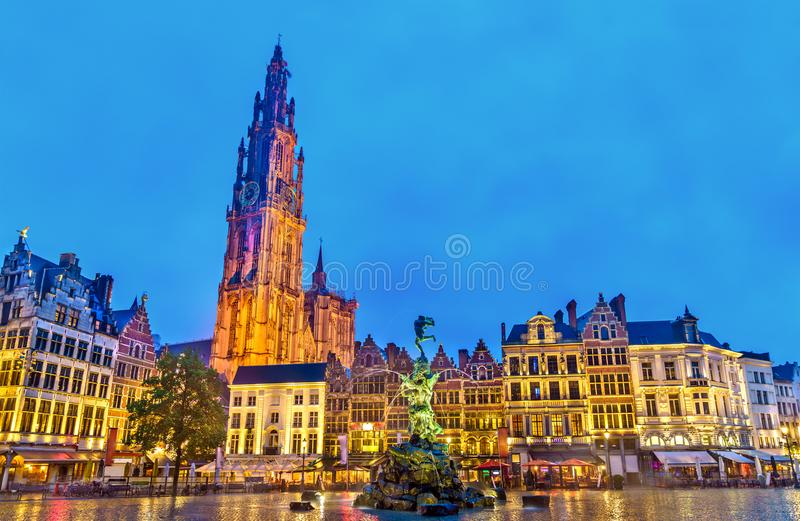 The Cathedral of Our Lady and the Silvius Brabo Fountain on the Grote Markt Square in Antwerp, Belgium stock images