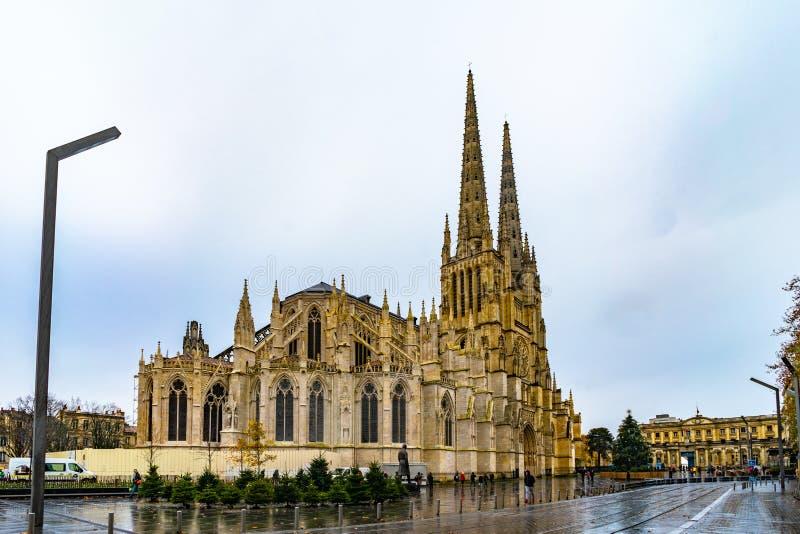 Cathedrale-Heiliges Andre und Pey Berland Tower im Bordeaux, Frankreich lizenzfreies stockbild