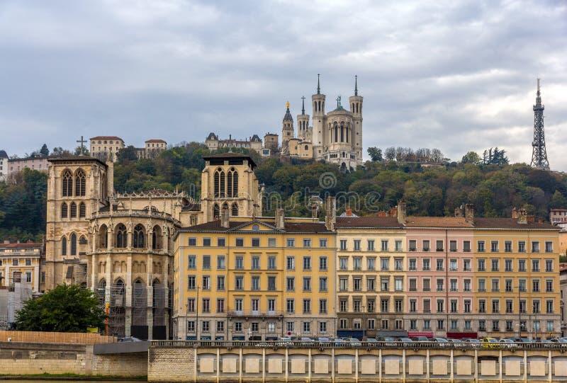 Cathedrale helgon Jean och Basilique Notre Dame de Fourviere royaltyfri fotografi