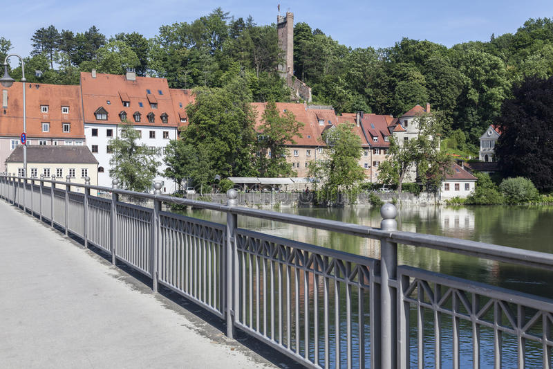 Catherine Bridge med floden Lech i Landsberg royaltyfri bild