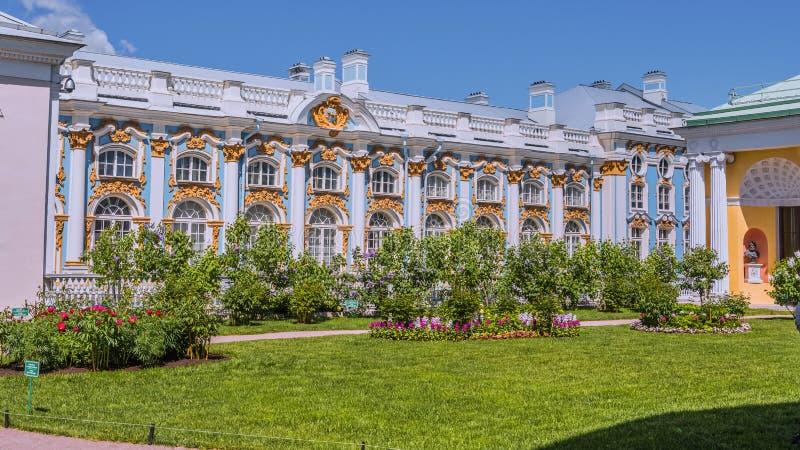 Catherine Palace Tsarskoye Selo, Ryssland i Tsarskoe Selo den Alexander tr?dg?rden royaltyfria bilder