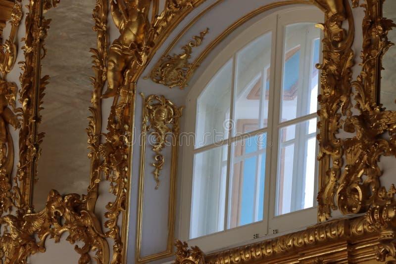 Catherine palast i St Petersburg i Ryssland från inre med guld- dekorering royaltyfria foton