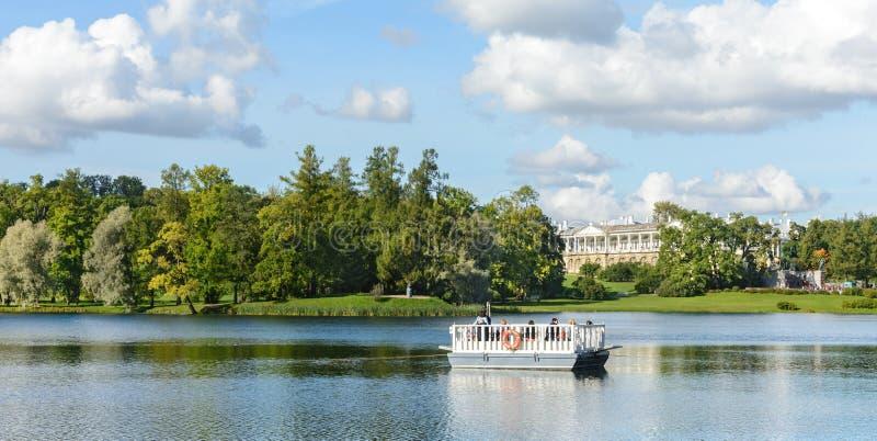 Catherine Park em Pushkin Tsarskoye Selo fotos de stock royalty free
